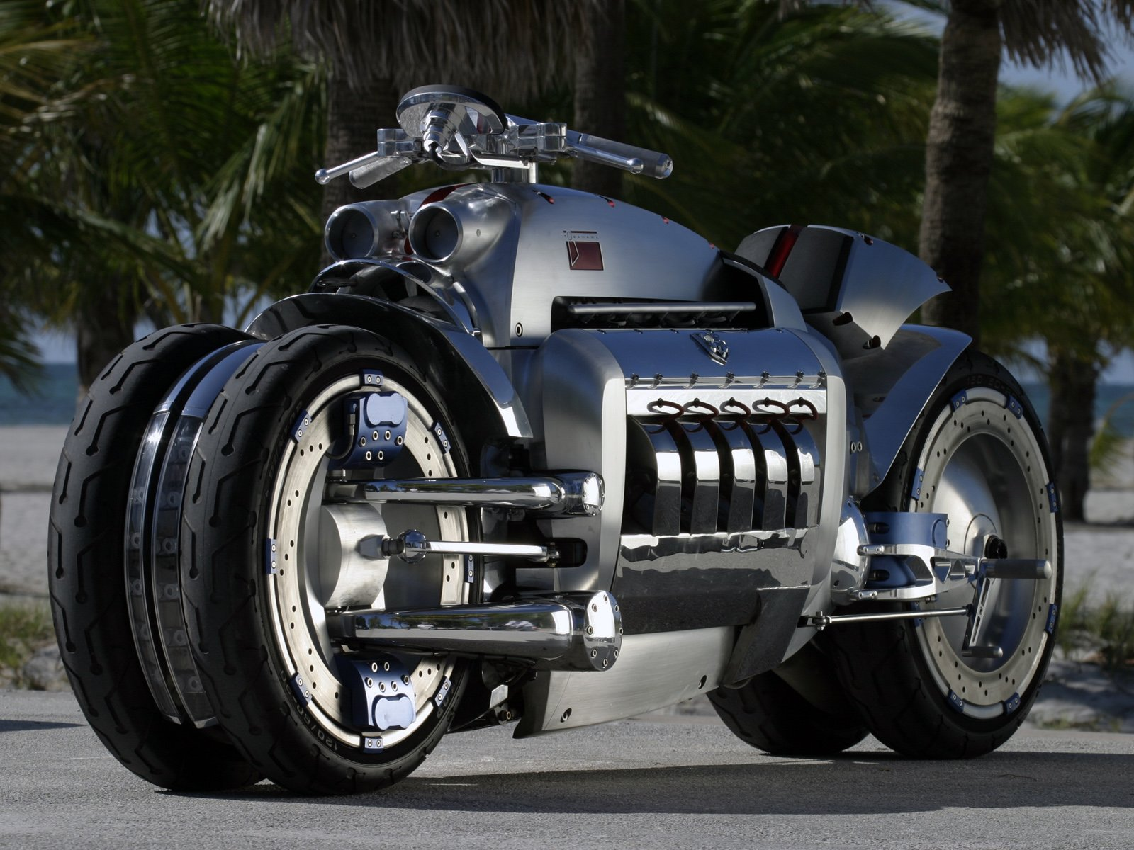 Dodge Tomahawk : Can't afford sports car? Then this is for you.